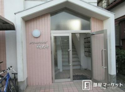 【エントランス】グリーンヒルズ明大寺