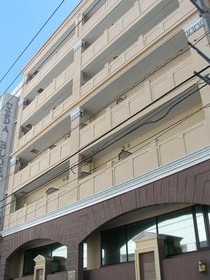 みなとみらい線「日本大通り」駅徒歩3分です
