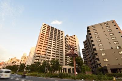 総戸数329戸、2007年1月築、管理人は日勤勤務につき管理体制良好です♪
