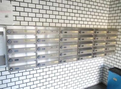 コスモ大島の郵便受けです。