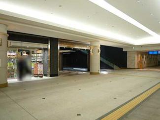 広島駅地下広場直結です