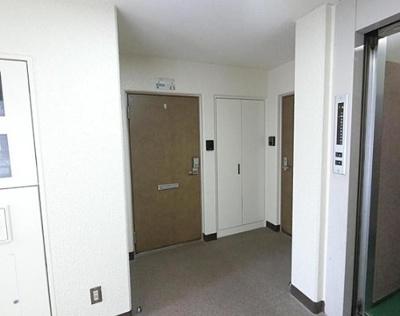 ヴェラハイツ亀戸参番館の共用廊下です。