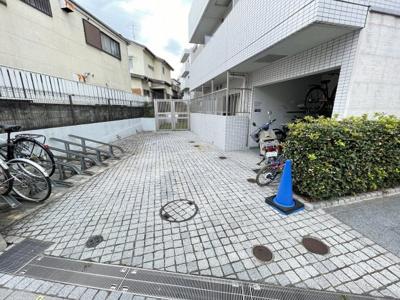 【庭】スカイコート下北沢壱番館