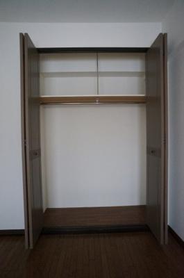 洋室にも便利な収納がございます。