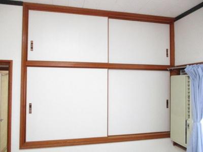 各お部屋には収納がございます。お部屋を広く利用しましょう。