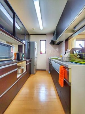 キッチンの写真です♪ 収納スペースも多く安心ですね♪