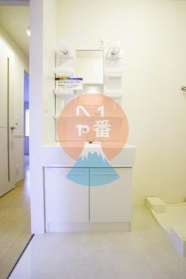 ネット無料。朝の支度にも助かる、独立の洗髪洗面化粧台