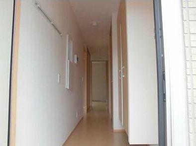 玄関から廊下です。