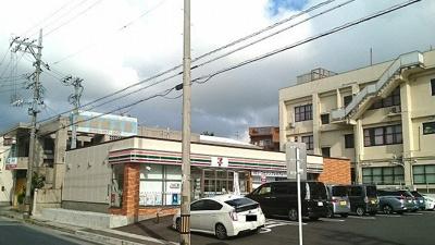 セブンイレブン小禄1丁目店まで500m