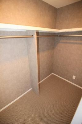 洋室(5.4帖)にあるウォークインクローゼットです。