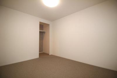 リビングに隣接している洋室(6.0帖)です。