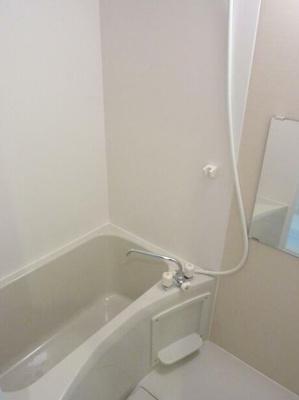 お風呂には追い炊き機能と浴室乾燥機が搭載されております。