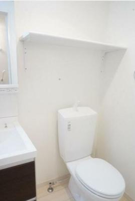 トイレと洗面所は同室となります。