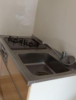キッチンは2口コンロ完備しております。