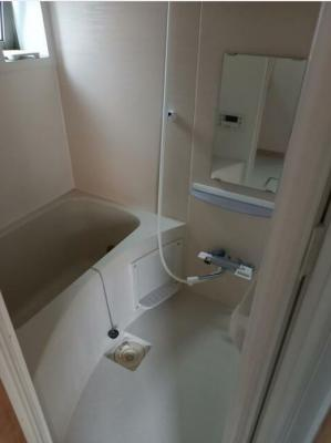 浴室乾燥機と追い炊き機能付きのお風呂場です。