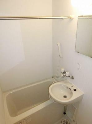 お風呂と洗面所は同室となります。