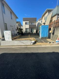 【前面道路含む現地写真】横浜市保土ヶ谷区法泉2丁目 新築戸建て 3LDK 駐車場1台
