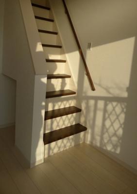 ロフトへの上り降りも階段なので安心です