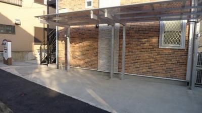 敷地内には無料でご利用頂ける屋根付き駐輪場がございます