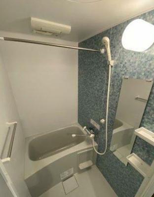 浴室には乾燥機が搭載されております。