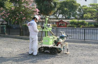 基礎着工前に地盤調査会社による地盤調査を行っています。