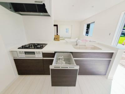 キッチン。グリル・食器洗い乾燥機・浄水器も完備。同社仕様。
