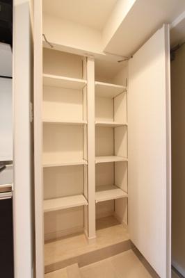 棚付き収納スペース