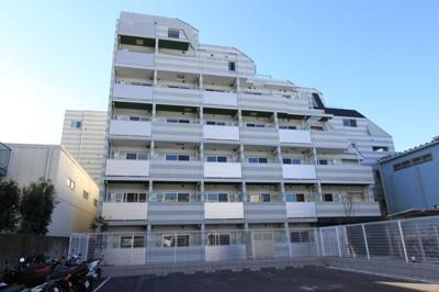 東急多摩川線「武蔵新田」駅より徒歩5分の駅近マンションです。