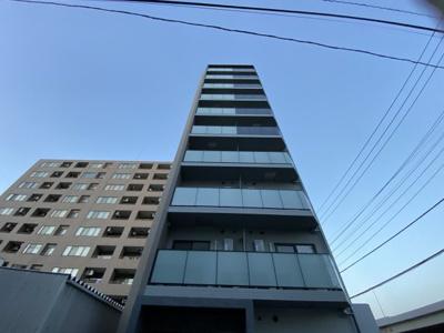 2021年築、京急東神奈川駅徒歩6分のマンションです。
