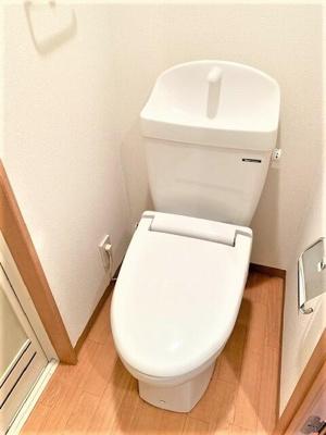 暖房便座付きのトイレです♪