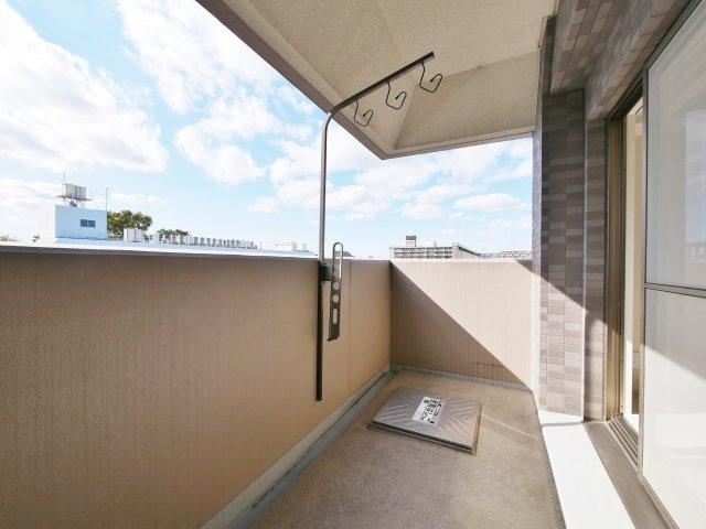 バルコニー4帖  屋根がついていますので雨の日も安心です