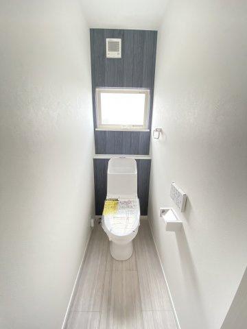 三面鏡タイプの洗面台。鏡裏や下部に大容量収納スペース。コンセント付。身支度がスムーズに♪※イメージ