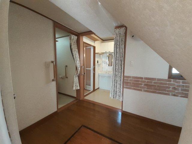 1階階段下スペースです