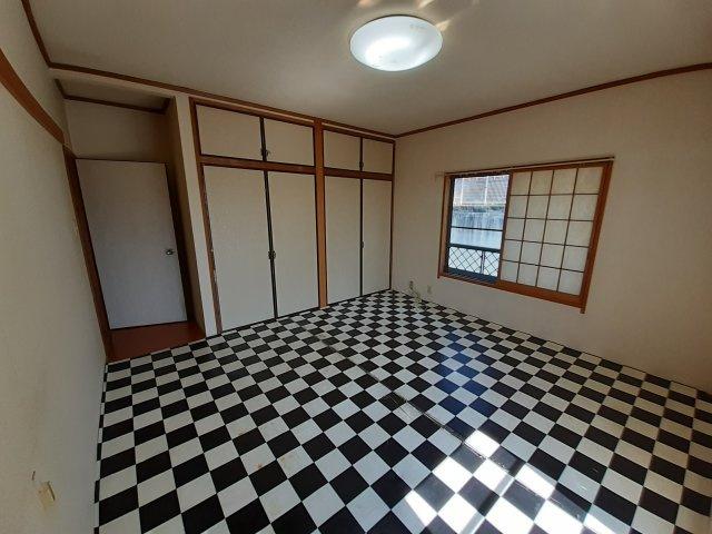 2階和室(8帖) ベランダ出入り可能です
