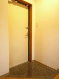 【玄関】ルーセントハウスM