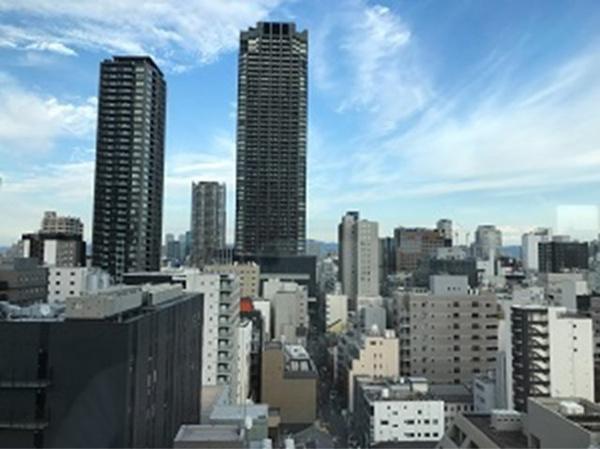 【洋室からの眺望】東向きのバルコニーです。