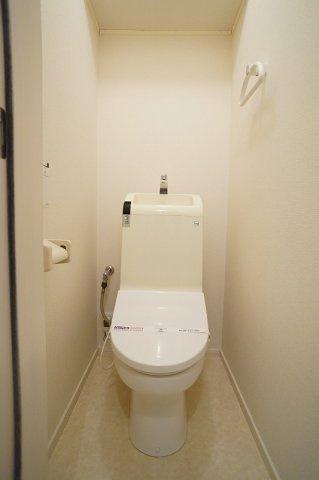 多機能便座付きのトイレです。