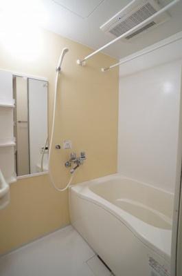 乾燥機能と追い焚き給湯機能のある浴室です