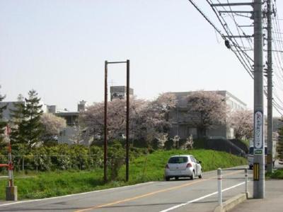 富山県立図書館まで720m
