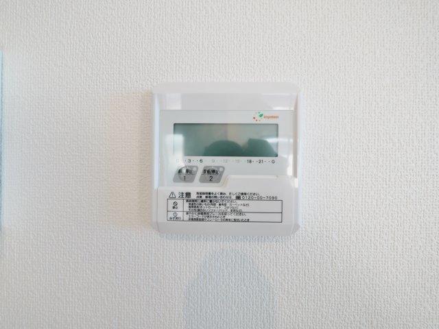 空気を汚さずに足元から暖かい床暖房が標準装備