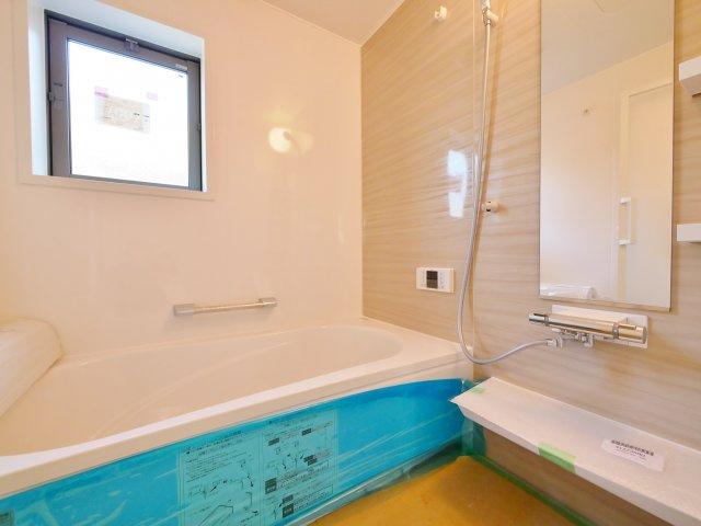 一坪タイプの浴室は足をのばしてゆっくりと入浴できます 浴室換気乾燥機が標準装備です1階6帖洋室2部屋はスライドウォール