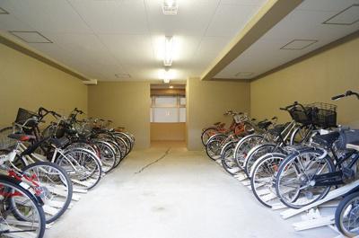自転車置き場は屋内(2F)