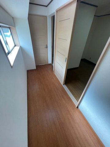 リビングも非常に広々としており、リビングスペースダイニングスペースには床暖房も完備されております。
