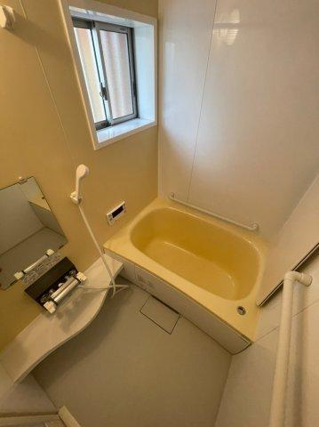 トイレはタンクレストイレが装備されております。