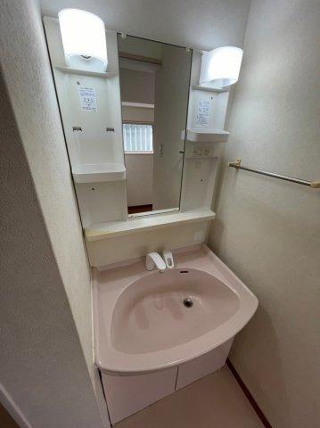 キッチンも使い勝手のいいI型キッチンとなっており、IHコンロが装備されております。