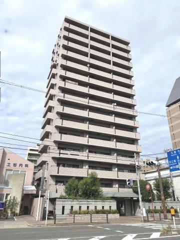 築22年の分譲マンションです♪ 地下鉄千日前線新深江駅まで徒歩1分圏内の立地♪ 周辺環境も充実♪