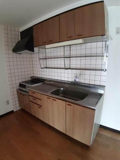 キッチンも新品に交換します。憧れのIHクッキングヒーターならお掃除楽ちんで、家族でゆっくり過ごす時間が増えます