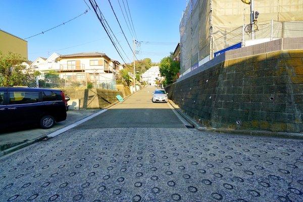 前面道路はの約6.5メートルあり、 駐車が苦手な方にも安心して駐車出来ます!