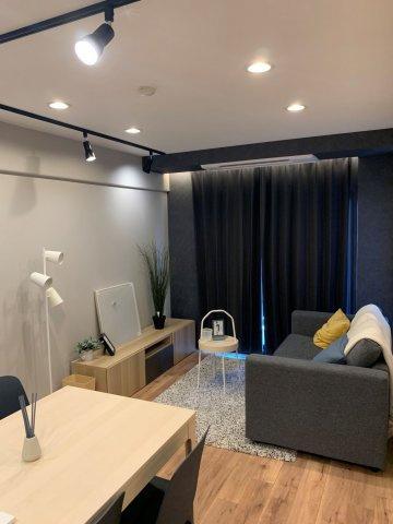 ハイセンスな照明や家具付き物件です♪ ビルトインエアコン完備!!