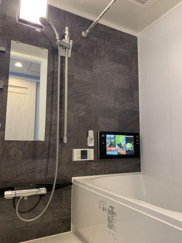 浴室乾燥機・浴室TVなど魅力いっぱいの浴室です♪